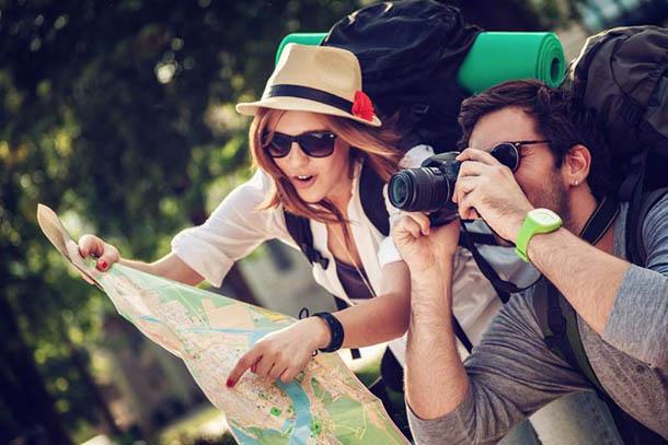 Путешественники с картой