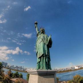 Статуя Свободы на острове Одайба