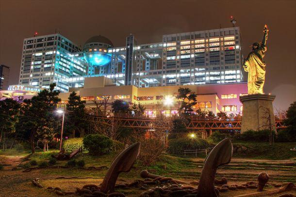 Телекорпорации «Фудзи» и статуя Свободы, Токио