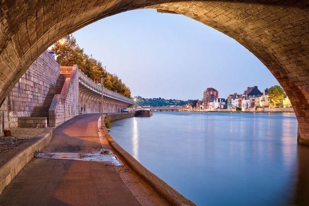 под мостом Жамб