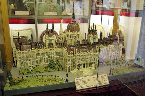 Парламент из шоколада
