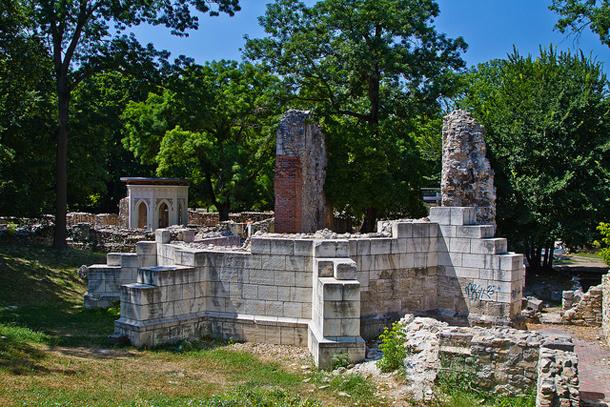 Развалины женского монастыря