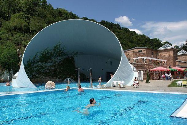 Открытая купальня Мишкольц-Тапольца