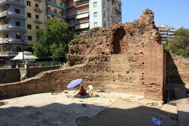 остатки древних стен