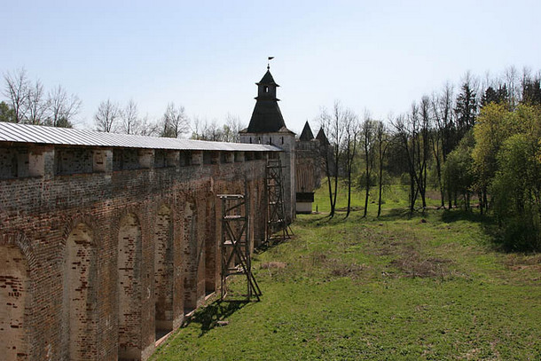 Борисоглебский монастырь, крепостные стены