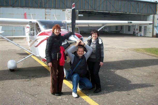 Мы с друзьями арендуем самолётик Цесна для полёта над Чешским Раем