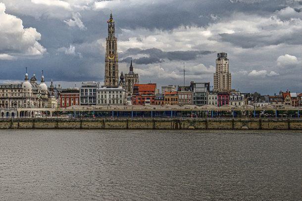Вид на Антверпенский Собор и Фермерскую башню