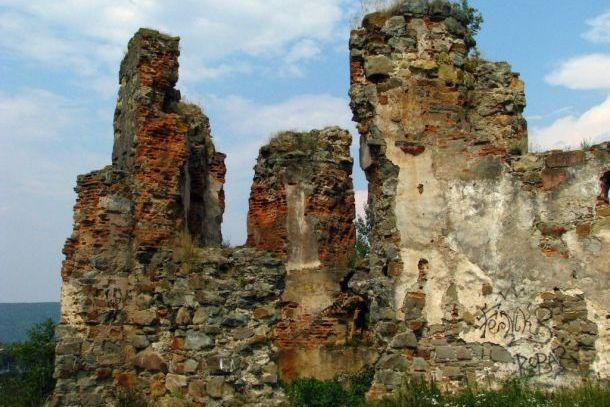Руины Пневского замка
