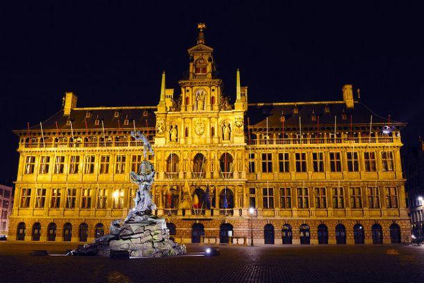Антверпенская Ратуша ночью