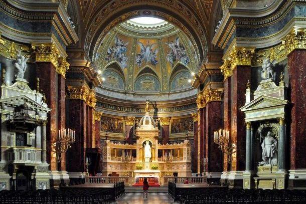 Внутри базилики