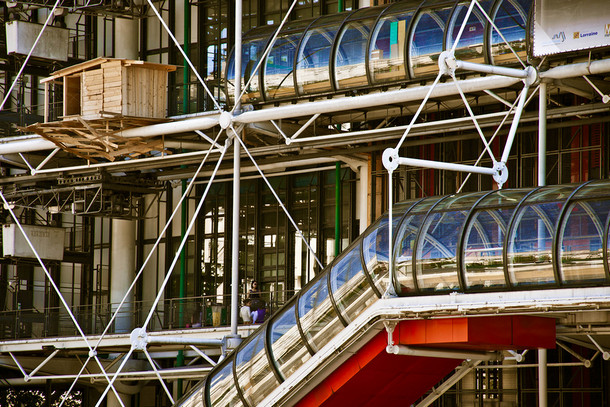 Центр Жоржа Помпиду, эскалаторы и лифты
