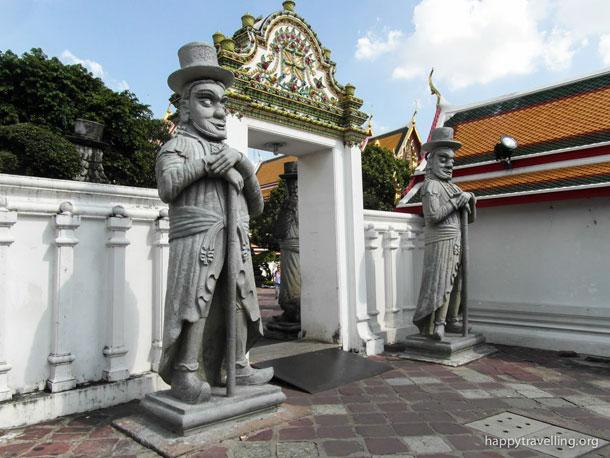 Верные стражи в Бангкоке