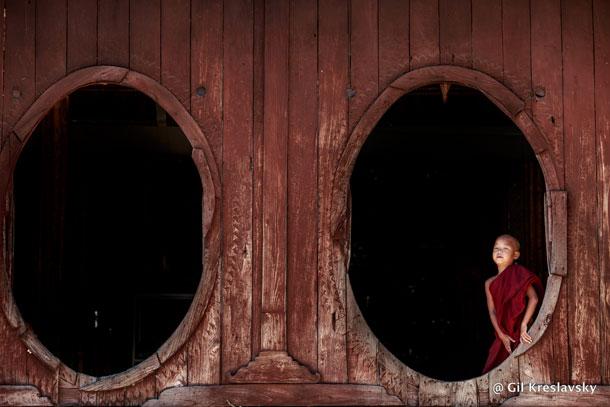 Маленький монах в Монастыре близ Озера Июле, Мьянма