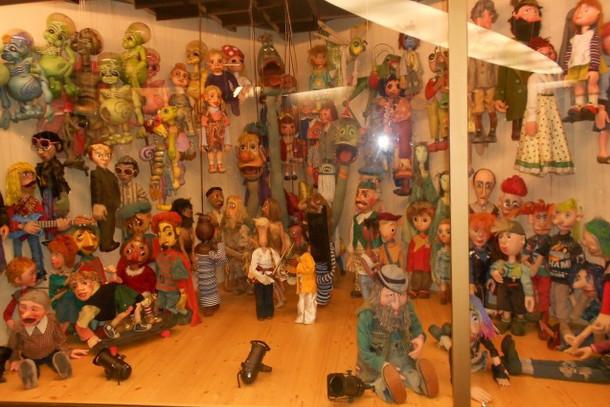 Экспозиция кукольных персонажей в театре Спейбла и Гурвинека в Праге