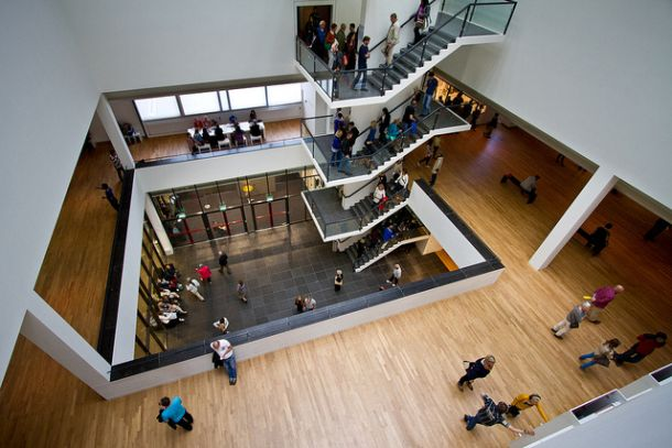Внутри музея Ван Гога