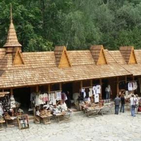 Гуцульский сувенирный рынок в Яремче