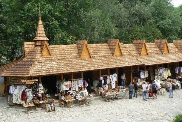 Гуцульский сувенирный рынок