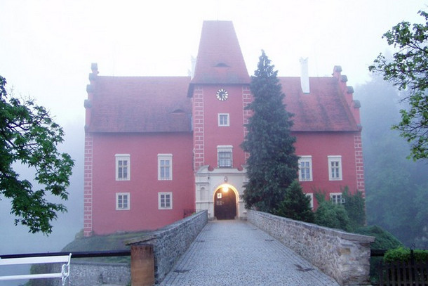 Замок Червена Лгота, туманное утро