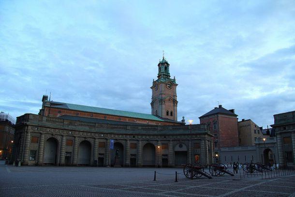 На площади у королевского дворца в Стокгольме