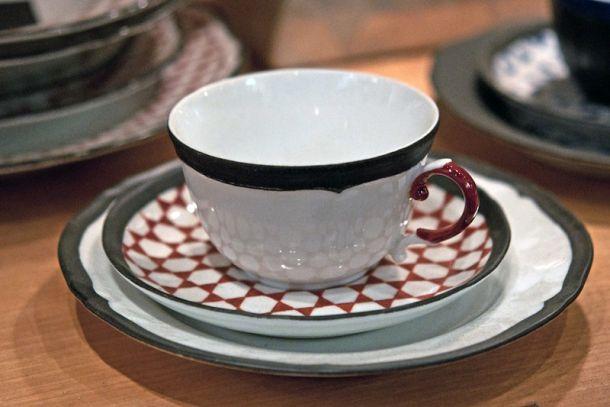 Чашка с блюдцем в магазине керамики и домашнего фарфора Picta Porcellane