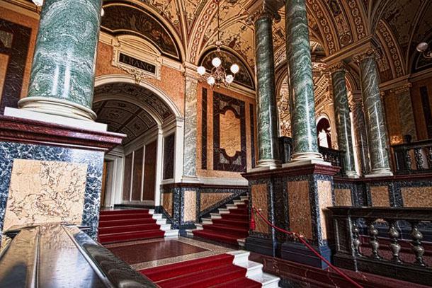 Опера Земпера в Дрездене Внутреннее убранство