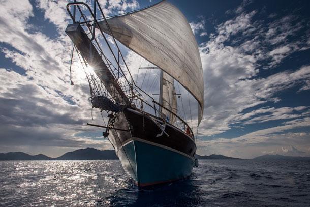 Яхта Valerie, деревянный двухмачтовый парусник
