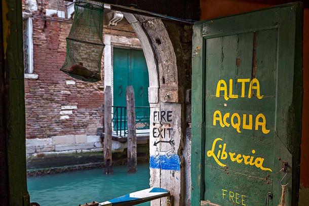 Libreria Alta Acqua - уникальный книжный магазин в Венеции