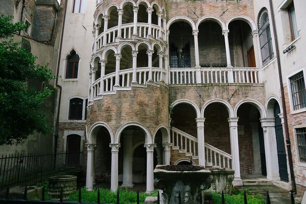 Палаццо Контарини дель Боволо, Италия