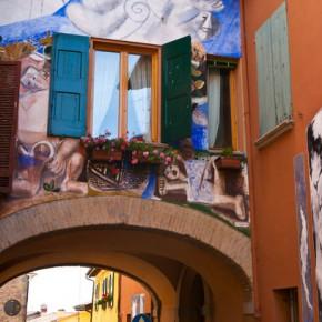 Доцца — картины на стенах домов