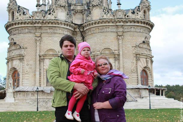 У церкви Знамения в Дубровицах