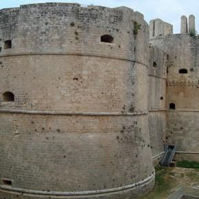 Арагонский замок Отранто в Апулии