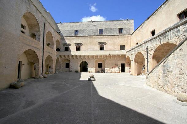 Арагонский замок в Апулии, италия