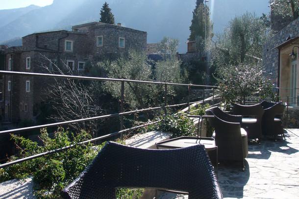 Коллетта-ди-Кастельбьянко — деревушка из камня