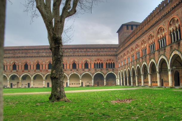 Замок Висконти, Италия