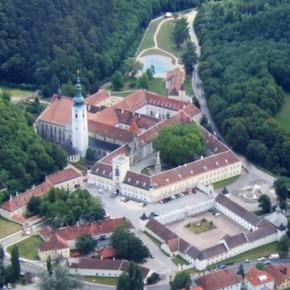 Аббатство Хайлигенкройц – крупнейший цистерцианский монастырь Европы