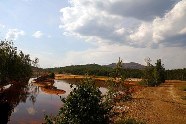 Урал, вид вдоль трассы при под]езде к г. Карабаш, где производится добыча и переработка меди