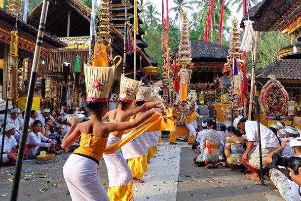 Храмовая церемония. Храм Pura Kehen, Бангли. Бали
