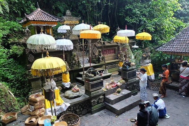 Храм у источника Гунунг Сари, Бали