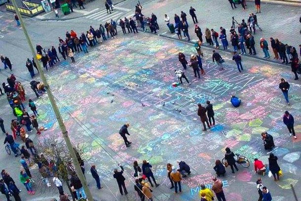 Рисунки после теракта в Брюсселе на Гран Плас