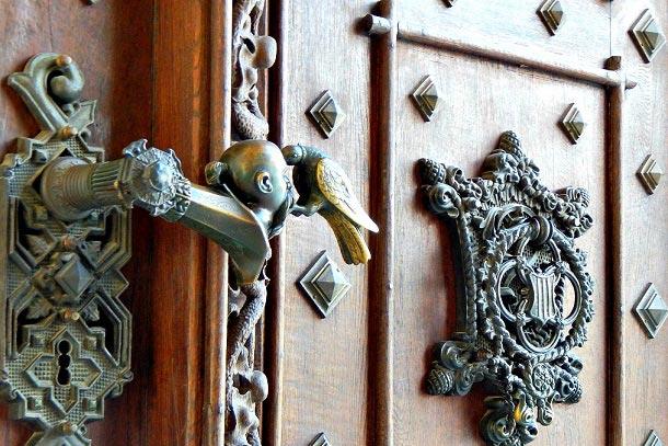 Ручка ворот с головой турка и вороном