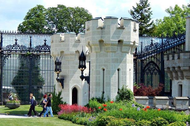 Башни главного входа в замок